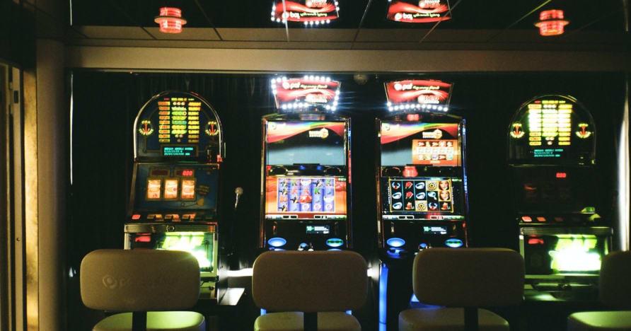 ماكينات القمار المباشرة على الإنترنت: لماذا هي مستقبل المقامرة عبر الإنترنت