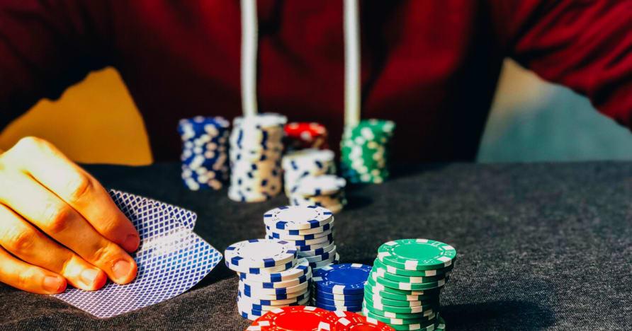 الحيل المستخدمة من قبل الكازينوهات لجعل المقامرين الاحتفاظ الرهان