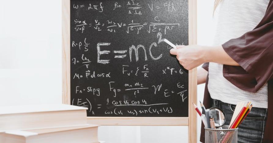كيفية استخدام الرياضيات للعب البلاك جاك على الإنترنت والفوز