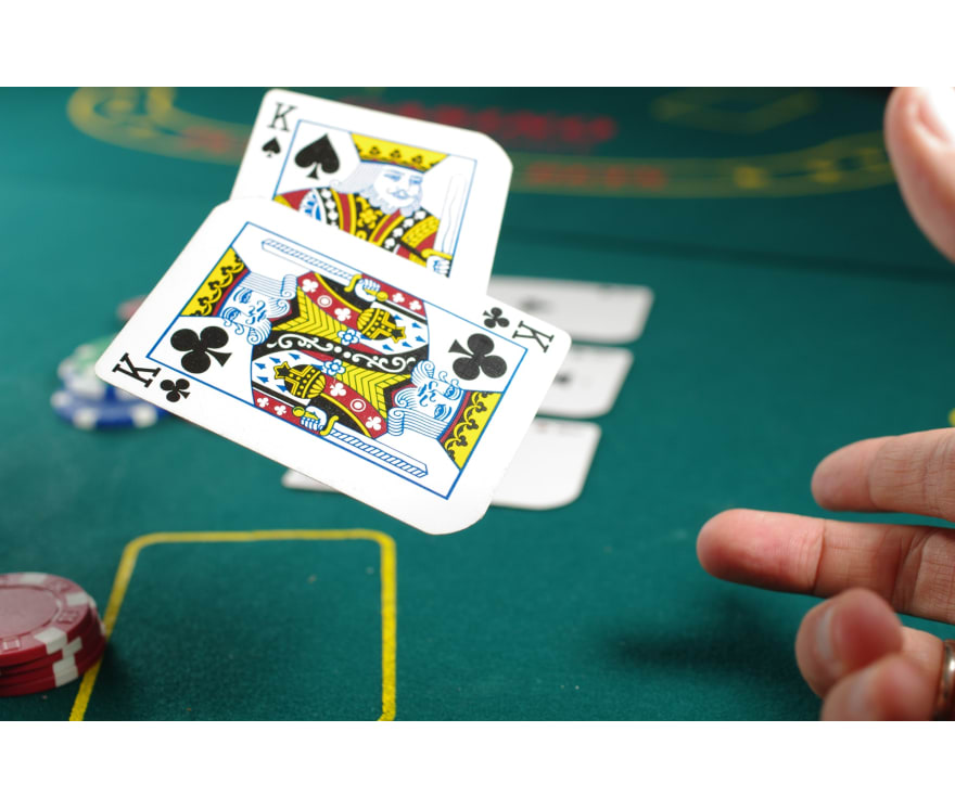 العب لعبة البوكر الثلاثية الحية