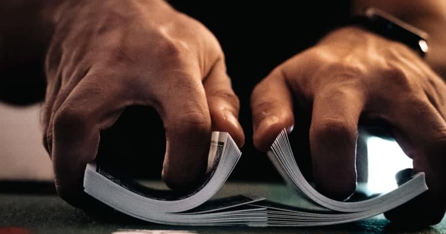 المقامرة عبر الإنترنت المنظمة أو غير المنظمة