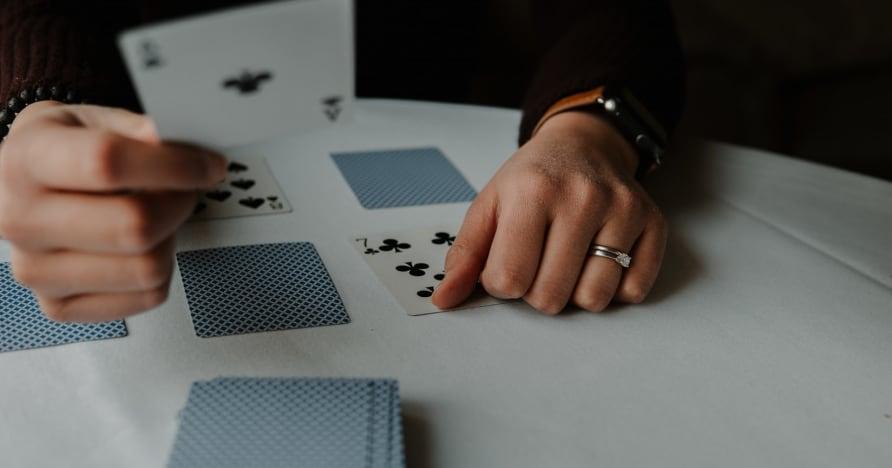 لعبة RNG Blackjack Vs. الموزع المباشر بلاك جاك